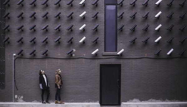 Reconhecimento ou Monitoramento Facial: A discussão em torno da regulação